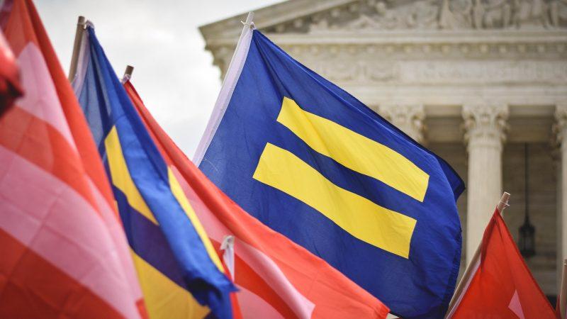 Suuri voitto USA:n korkeimmassa oikeudessa: sukupuolisyrjinnän kieltävät pykälät tuomittiin suojelevan myös LHBTIQA+ -amerikkalaisia