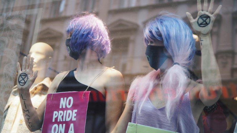 """""""Haluamme terävöittää Priden sanomaa"""" – haastattelussa Queerkapina"""