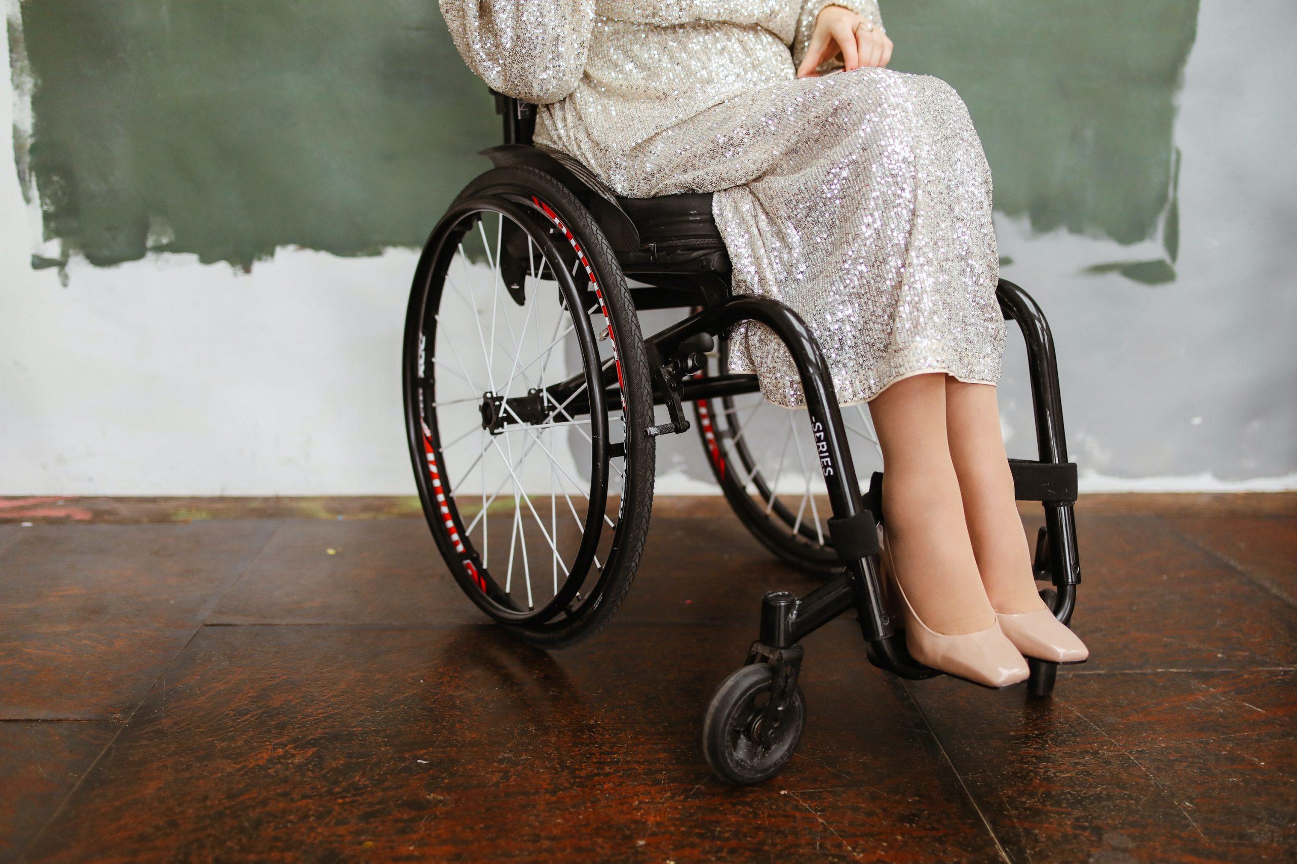 """Vammainen Iina Tähtisalmi kohtaa jatkuvasti syrjiviä asenteita: """"Vaimoani luullaan avustajakseni tai hoitajakseni"""""""