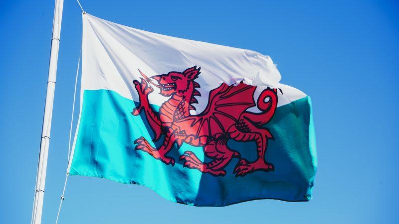 Maailman ensimmäinen muunsukupuolinen pormestari valittu Walesissa