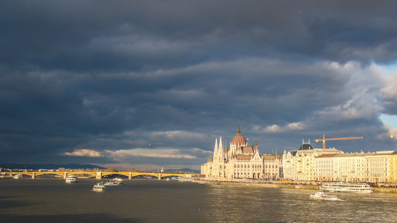 Unkarin parlamentti hyväksyi anti-LHBTIQA+ lain