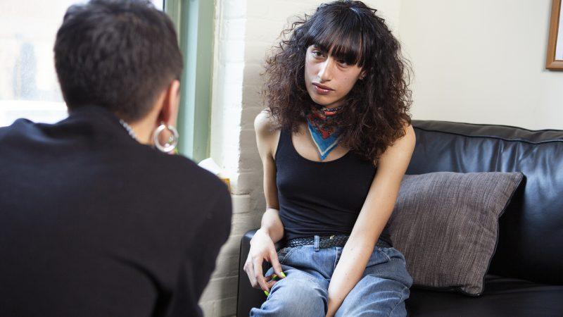 Asiantuntijat: Syrjimätöntä mielenterveyshoitoa tarjottava myös ei-suomenkielisille LHBTQIA-ihmisille